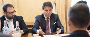 Il premier Giuseppe Conte e il ministro dello Sviluppo economico Stefano Patuanelli