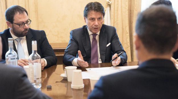 manovra, Giuseppe Conte, Roberto Gualtieri, Sicilia, Politica