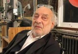 Gaetano Pesce: «Il mio laboratorio è uno spazio in divenire»  Dentro la  galleria Salon 94 Design di New York, dove l'artista mostra al pubblico come nascono i suoi lavori - Corriere Tv