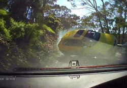 Il sorpasso azzardato sulla strada di montagna: lo schianto è inevitabile Il video dell'incidente ripreso vicino ad Adelaide, in Australia - CorriereTV