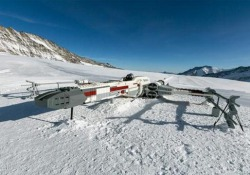 L'aereo di Guerre Stellari sulla montagna in Svizzera No, non è la scena di un film - CorriereTV