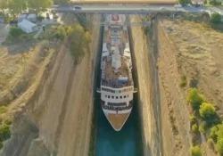 L'incredibile manovra della nave nello strettissimo Canale di Corinto La Braemar è larga 22,5 metri mentre il canale artificiale greco misura appena 24 metri - DOVE Viaggi