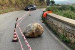 Crolla un masso sulla provinciale 161: disagi a Militello Rosmarino
