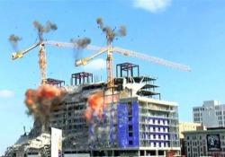 New Orleans: fatte esplodere le gru dell'Hard Rock Hotel collassato Le due gru incombevano in modo precario su un albergo in costruzione parzialmente crollato a New Orleans - CorriereTV