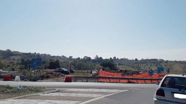 strade, Agrigento, Politica