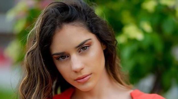 tv, Sara Piccione, Simona Ventura, Sicilia, Società