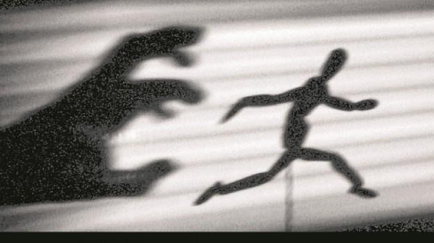 Maltrattamenti, stalking, Andrea Coffaro, Caltanissetta, Cronaca