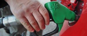 Bollette, benzina, frutta: allarme aumenti per le tensioni Usa-Iran