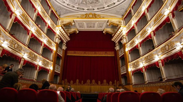 teatro, Corrado Bonfanti, Siracusa, Economia