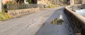 Lipari, strada chiusa al traffico: lesioni a causa delle mareggiate