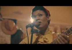 Carmen Souza, suoni e colori di Capo Verde nel suo «The Silver Messengers» Il video in esclusiva dall'ultimo album dell'artista creola: un omaggio a Horace Silver - Corriere Tv