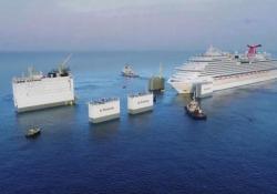 Come si fa a caricare una nave da crociera? Con una nave  ancora più grande La spettacolare operazione d'imbarco della Carnival Vista sulla nave semisommergibile BOKA  Vanguard - CorriereTV