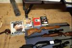 Un fermo immagine tratto da un video della polizia mostra il materiale sequestrato