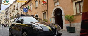 Intascava i soldi delle bollette dell'acqua dei morosi, arrestato un avvocato di Taormina