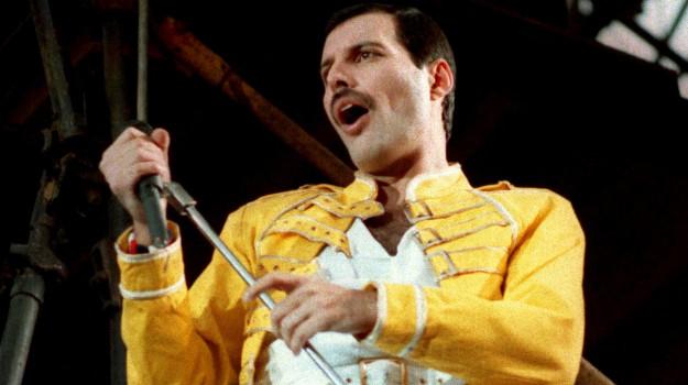 almanacco, Freddie Mercury, Sicilia, Società