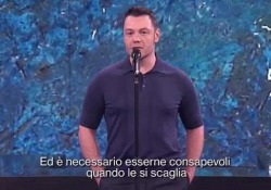 Il monologo di Tiziano Ferro contro il bullismo: «Le parole hanno un peso» Il cantante di Latina, ospite di