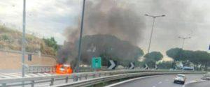 Un'auto a Gpl va a fuoco a Villabate: chiusa parte dell'autostrada ed è caos