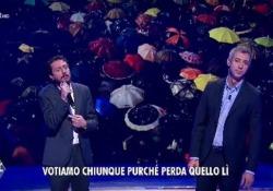 Luca e Paolo cantano il movimento delle sardine sulle note di  Dalla I due comici a «Quelli che il calcio»  su Rai2, cantano le speranze di un paese che non cambia - Corriere Tv