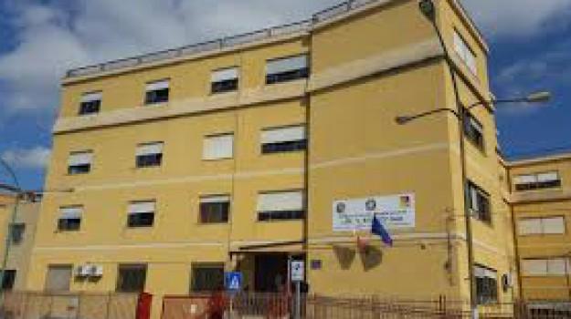 scuola, Caltanissetta, Cronaca
