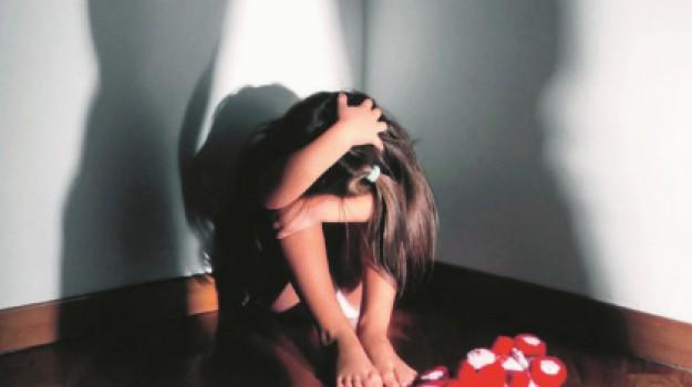 pedofilia, Caltanissetta, Cronaca