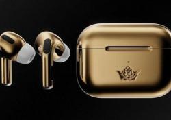 Questi AirPods rivestiti d'oro 18 carati costano 61.200 euro Il marchio del lusso Caviar ha realizzato una versione molto particolare degli auricolari Apple - CorriereTV