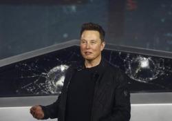 Tesla Cybertruck, disastrosa presentazione: Musk testa i finestrini che vanno in frantumi Il nuovo fuoristrada elettrico della Tesla è stato presentato in diretta mondiale. I vetri sarebbero dovuti essere infrangibili,  - Corriere Tv