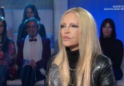 Venier a Patty Pravo: «Raccontaci le tue trasgressioni». E il pubblico ride  La cantante ospite a «Domenica In» - Corriere Tv