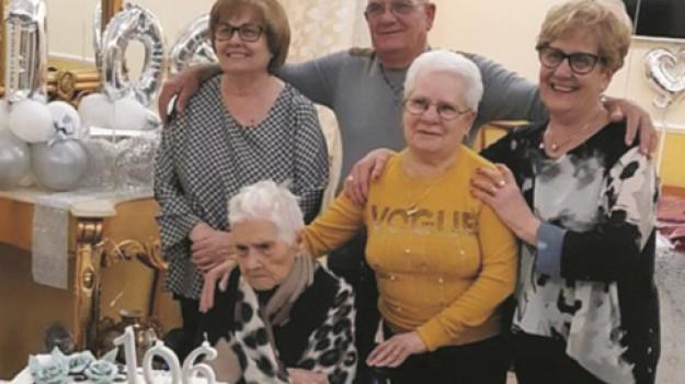 centenari, Agrigento, Società