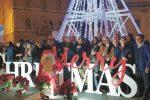 Acceso a Caltanissetta l'albero metallico di Natale
