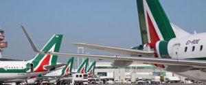 Il coronavirus ferma pure gli aerei, voli ridotti dalle compagnie: disagi in Sicilia