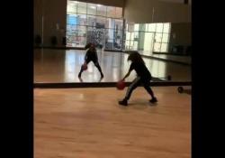 Basket, l'allenamento riflesso allo specchio Jackie Polk è poco più di un'adolescente con un grande sogno: diventare una giocatrice professionista di basket - Dalla Rete