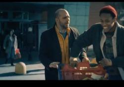 Checco Zalone torna con il nuovo singolo «Immigrato» - Il video  In attesa dell'uscita del suo quinto film «Tolo Tolo» al cinema dal 1 gennaio 2020, il comico torna con un nuovo singolo ironico che strizza l'occhio a Celentano - Corriere TV