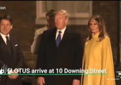 Conte e Trump a Londra, il dialogo (esclusivo) davanti a Downing Street doppiato da Fabio Celenza Il premier italiano e il presidente degli Stati Uniti con la first lady sono in attesa di entrare a Downing Street: il loro breve dialogo viene riprodotto così dal doppiatore - Corriere Tv