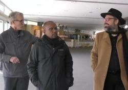 Firenze, Brunori Sas canta alla commemorazione per Nelson Mandela Il cantautore ha intonato in acustico i versi della sua canzone contro la sopraffazione e il razzismo - Corriere TV