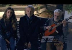 La serenata di Veronesi alla finestra d'ospedale di Francesco Nuti «Maledetti amici miei», fuoriprogramma commovente nella trasmissione di Rai2 - Corriere Tv