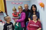 Madre ricoverata dopo incidente, festa in ospedale per il primo compleanno della figlia