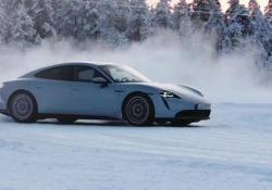 Porsche Taycan 4S: la prova Sulle strade innevate della Lapponia, con la sportiva a «emissioni zero» - CorriereTV