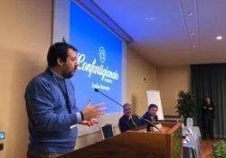 Salvini: «Siamo gli unici con 3 anni di scuola media, che non è né carne e né pesce» Il leader della Lega: «In tanti paesi europei che corrono più di noi, per esempio la scuola media non c'è» - Corriere Tv