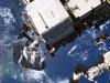 Lastronauta Luca Parmitano al lavoro sullo strumento Ams durante una delle passeggiate spaziali della missione Beyond (donte: ESA, NASA)