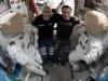 selfie AstroLuca con tuta spaziale: Luca Parmitano dellEsa e Andrew Morgan della Nasa accanto alle tute spaziali che indosseranno il 25 gennaio (fonte: Nasa)
