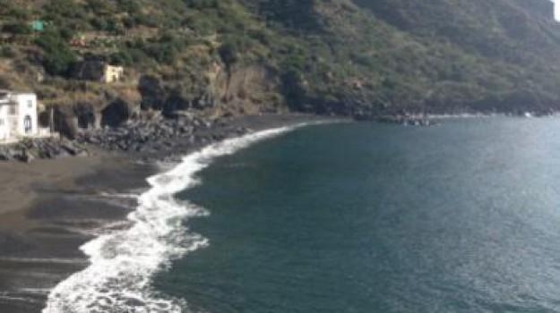 rifiuti, salina, Messina, Cronaca