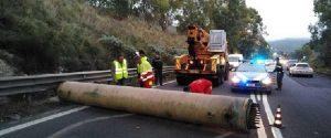 Un tir perde un tubo di 5 tonnellate sulla Ragusa-Catania: tragedia sfiorata