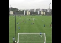 Cina, Zahavi segna con un pallonetto di rabona Eran Zahavi ha acceso tutto il suo talento in una partita amichevole, segnando un gol stupendo - Dalla Rete