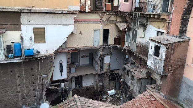 crollo, vigili del fuoco, Catania, Cronaca