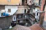 Prima un boato e poi il crollo di una palazzina a Catania