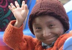 È morto l'uomo più piccolo del mondo: alto 67 centimetri aveva 27 anni Khagendra Thapa Magar, considerato «l'uomo più basso del mondo in grado di camminare», era alto 67,08 centimetri - CorriereTV