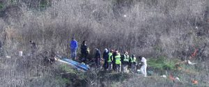 I resti dell'elicottero a bordo del quale c'erano Kobe Bryant e altre 8 persone tra cui la figlia Gianna