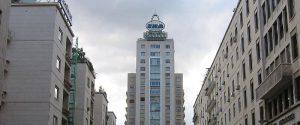 Parcheggio sotto il Grattacielo Ina a Palermo, scatta la protesta dei condomini