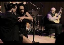 Il magico mondo del Tango: a Napoli e Foggia le ultime date di «Cruzando Aquas» L'esibizione del pianista italiano  Fabrizio Mocata e del violinista argentino Fabian Bertero. Nell'unica data pugliese anche il tenore Fabio Armiliato - Corriere Tv
