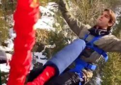 Kakà, il bungee jumping (con capriola) dell'ex stella del Milan  Di fronte ai portieri avversari non mostrava timore, ma con una corda da bungee jumping le emozioni sono diverse - Dalla Rete